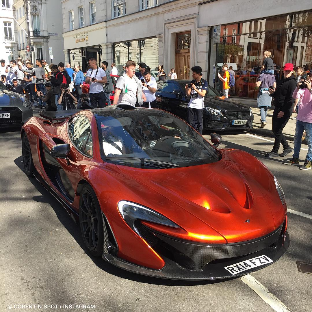 mclaren-p1-at-berkeley-square-crazy-day-snapchat-co75017corentinspot-live.jpg