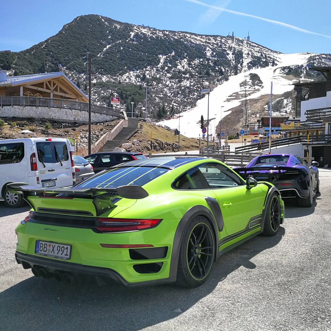 wheres-the-ff-when-you-need-it-couldnt-fit-the-skis-in-the-lt-mclaren-675l.jpg
