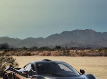 black-isnt-the-best-color-to-wear-in-the-desert-but-this-mclaren-p1-doesnt-ca.jpg