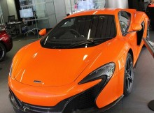 visit-the-machine-shop-cafe-best-of-mclaren-machine-orange-mclaren-650s.jpg