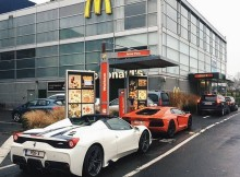 real-squad-goals-pogforever-and-his-team-going-for-a-drive-through-in-458-spe.jpg