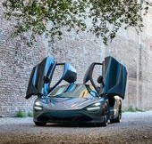 car-cars-supercars-wings-up-on-the-jet-mclaren-720s.jpg